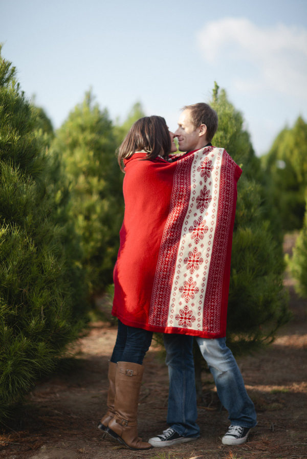 20 Creative Holiday Photo Ideas - Couple Wrapped in a Blanket by Joielala Photographie via Style Me Pretty | https://www.roseclearfield.com