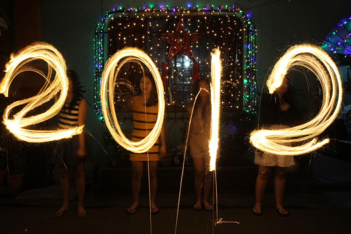 20 Creative Holiday Photo Ideas - Welcome 2012by Reuters Romeo Ranoco via The Atlantic | https://www.roseclearfield.com