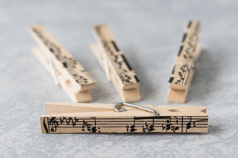 DIY sheet music clothespin magnets with homemade vintage music paper. A quick easy home decor craft project! #music #sheetmusiccraft #DIYclothespins | https://www.roseclearfield.com