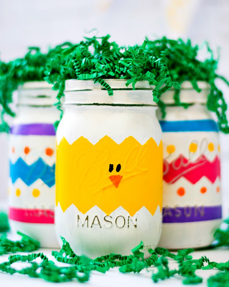 Peeps mason jars for Easter are a colorful, whimsical home decor idea, via Mason Jar Crafts Love | https://www.roseclearfield.com