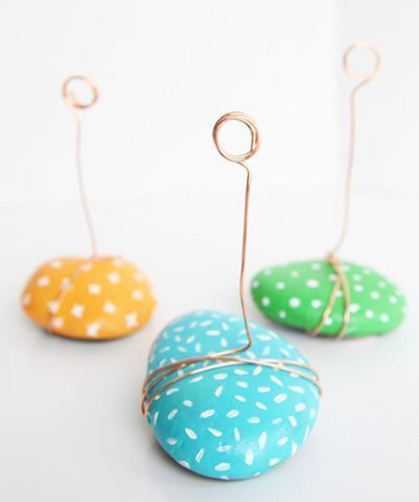Rock photo holders via One Little Project. Such a fun, colorful way to transform found items into home decor! #rockcraft #photoholders #DIY | https://www.roseclearfield.com