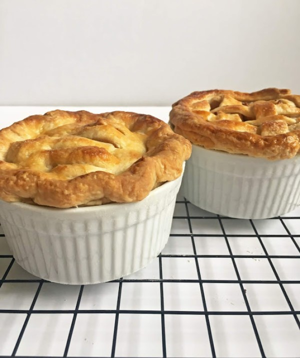 Mini apple pies for two via Batter in the Bowl. Adorable and so tasty! #miniapplepies #dessertfortwo #datenightrecipe | https://www.roseclearfield.com
