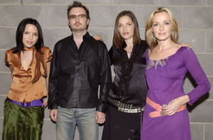 Lagu The Corrs Little Wing, Konser Unplugged The Corrs, Lirik Lagu The Corrs, Terjemahan Lagu The Corrs