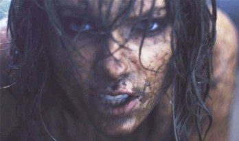 Taylor Swift main lumpur di video klip out of the woods