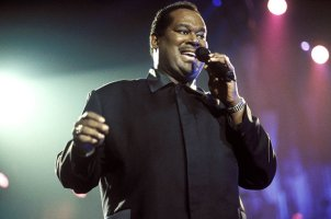 luther vandross, luther vandross adalah, luther vandross penyanyi, siapa luther vandross, luther vandross sings, luther vandross singing,