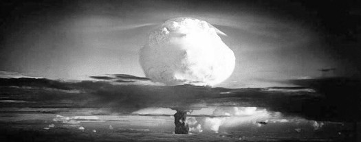 Bomba atómica en blanco y negro