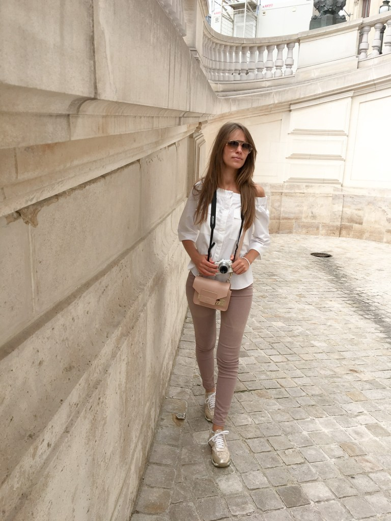 Discovering_beauties_paris_by_foot