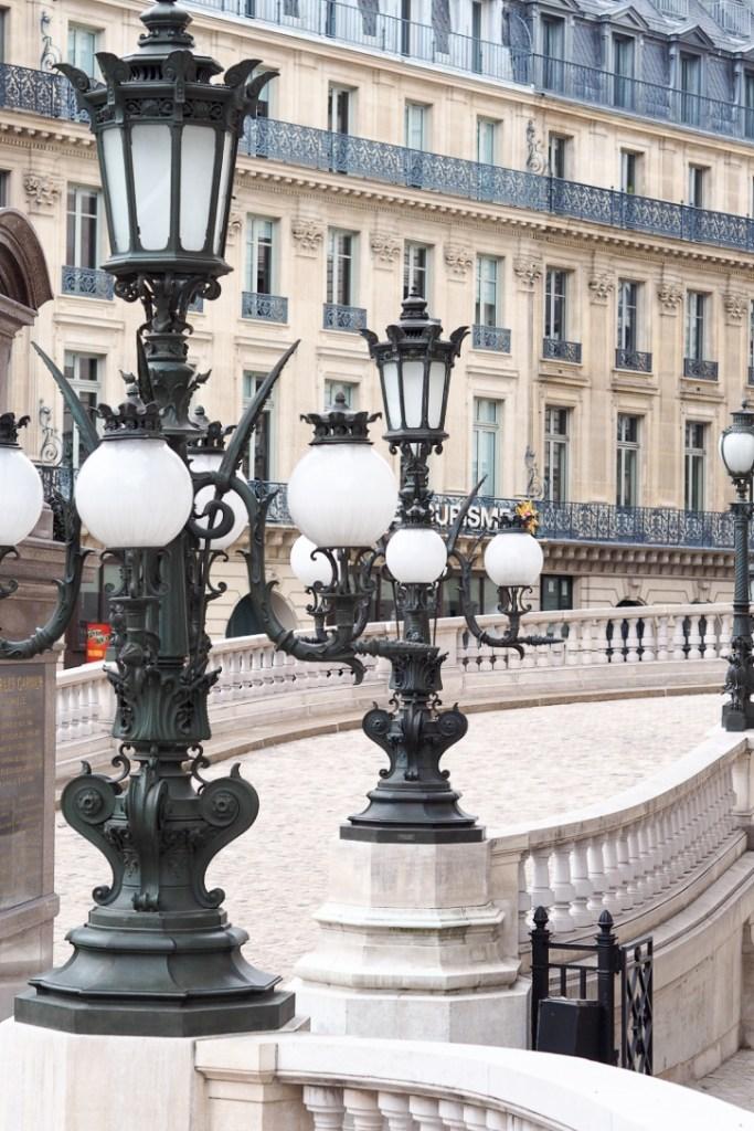 Place_de_L'opéra_Garnier_Paris