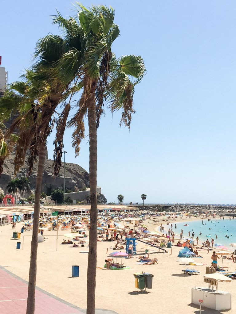 Puerto_Rico_beach_Playa_de_los_Amadores