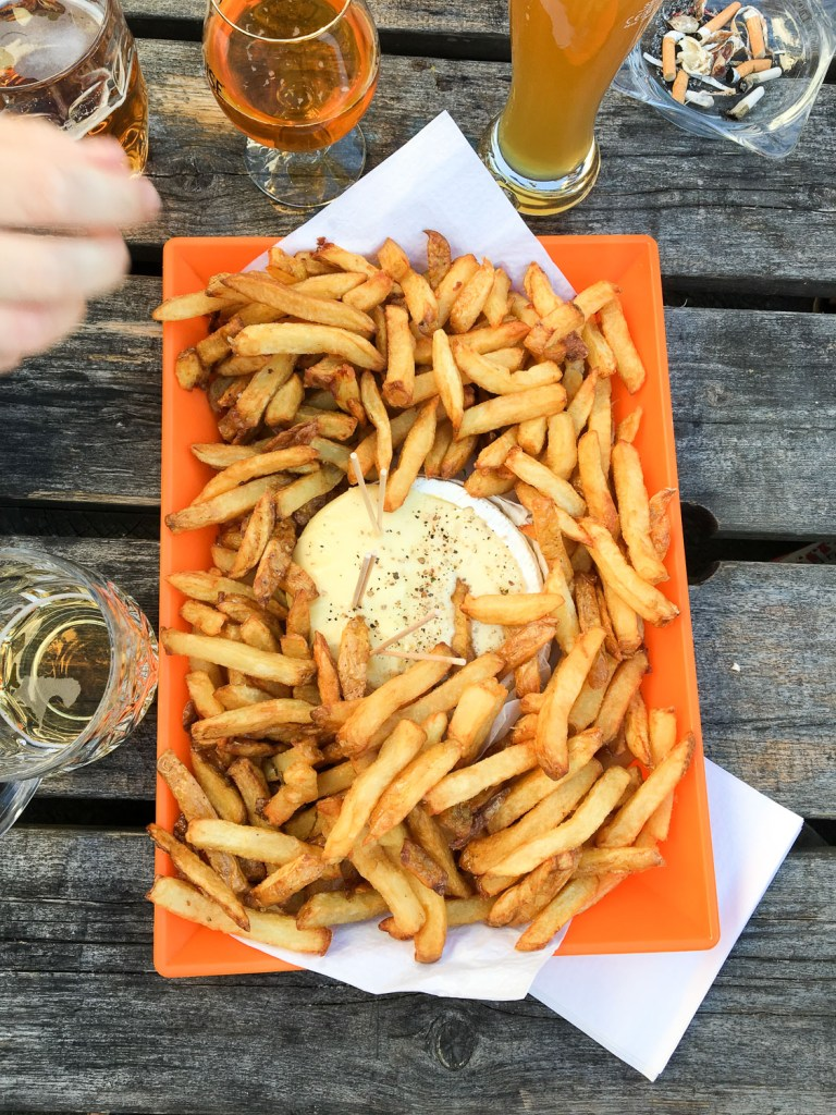 frites_maison_fromage_cuit