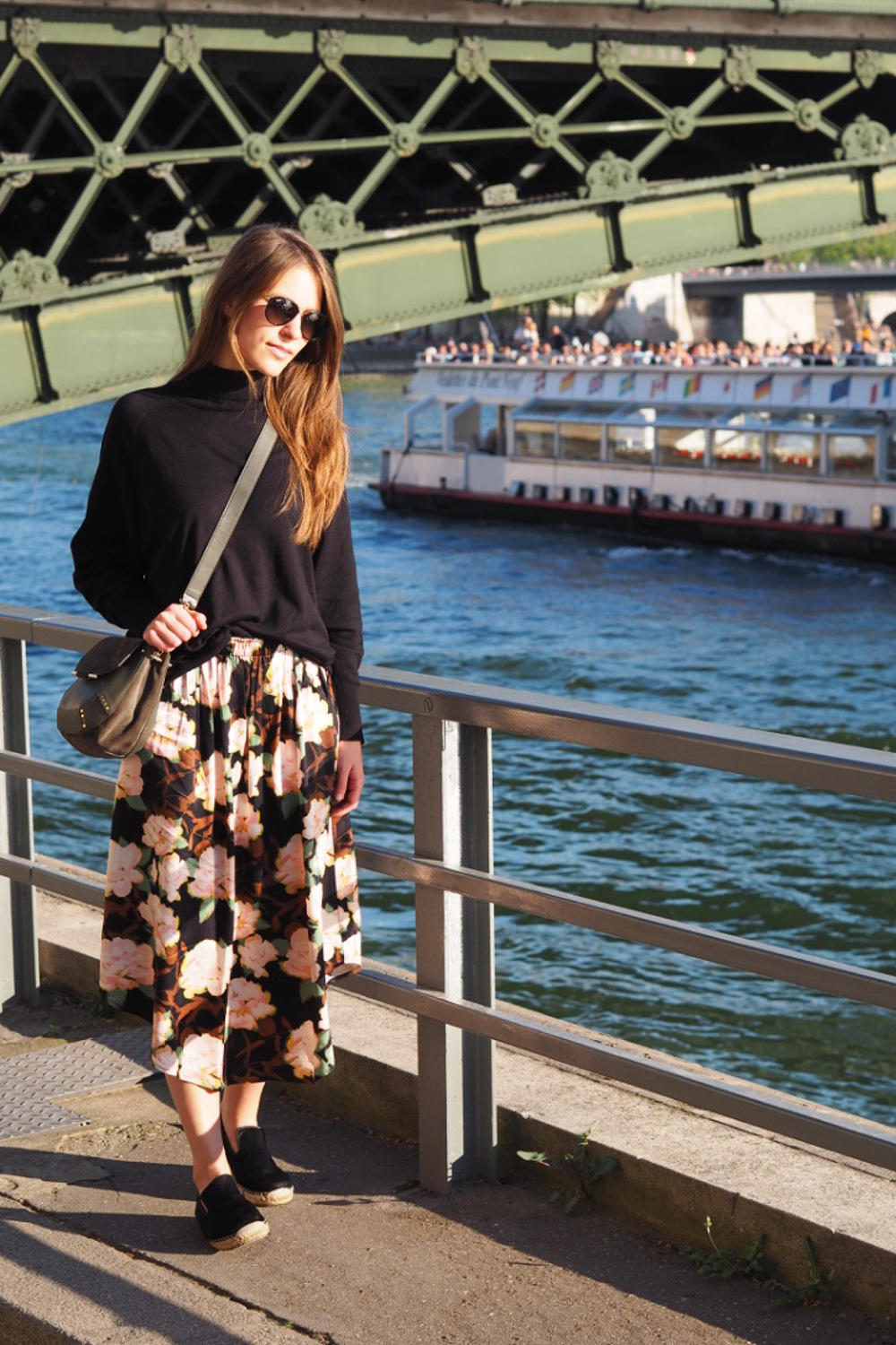 cold_summer_look_idea_with_maxi_skirt