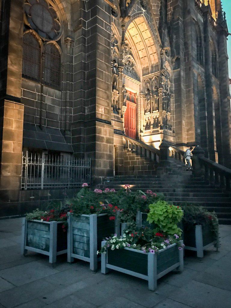 visit_Clermot_Ferrand_France_rosesinparis