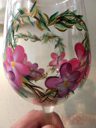 Rosie Crafts Painted Pansy Flower Wine Glass Close-up