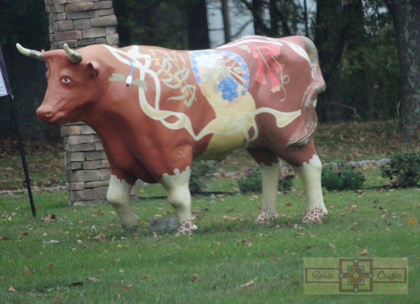 Rosie Crafts Cow Statue Monument Photography
