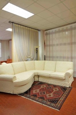 produzione di tende, tendaggi e rivestimenti per divani