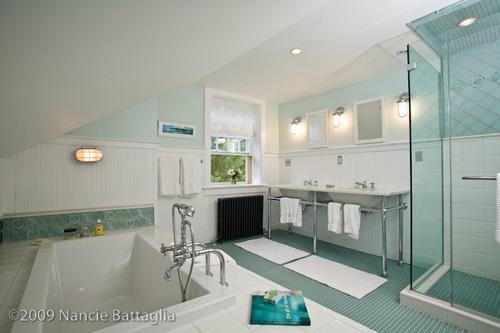 Rosslyn Attic Guest Bathroom (Credit: Nancie Battaglia)