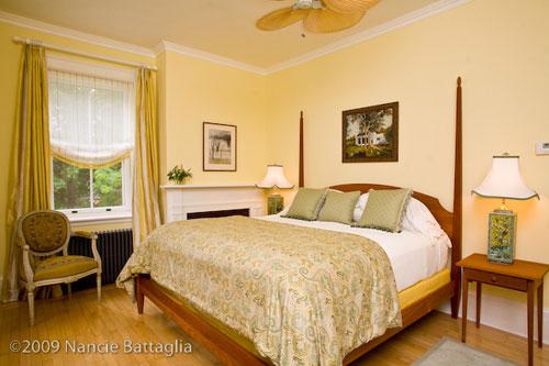 Rosslyn Guest Bedroom (Credit: Nancie Battaglia)
