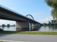Die A92-Autobahnbrücke