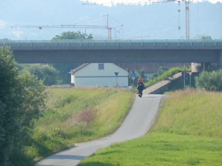 Frühmorgens am Donaudamm