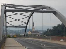 Maximiliansbrücke mit Mariä Himmelfahrt im Hintergrund