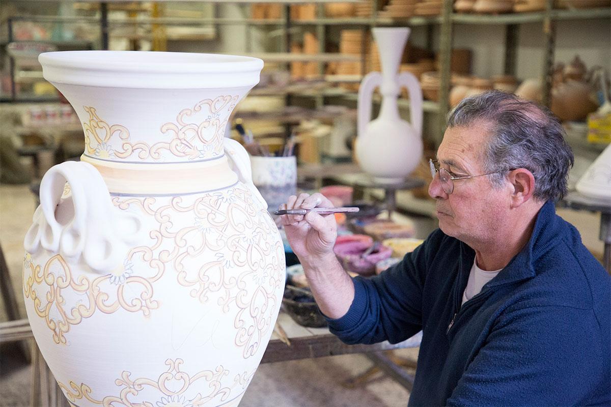 Vasi In Ceramica Di Vietri.Ceramiche Vietri Avossa Decorazione Della Ceramica Vietrese