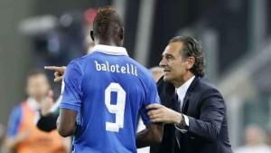 Prandelli indica a Balotelli la zona migliore per spacciare