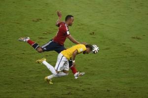 xzuniga-neymar-ginocchiata-140705142746_big.jpg.pagespeed.ic.DSdE2waDIL