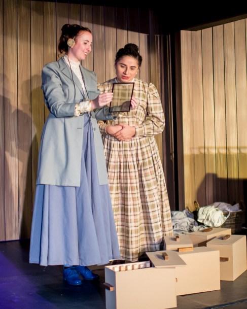 Isabelle Grim as Henrietta Leavitt, Alicia Piemme Nelson as Margaret Leavitt