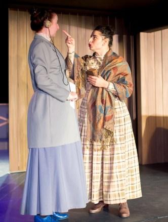 Isabelle Grimm as Henrietta Leavitt, Alicia Piemme Nelson as Margaret Leavitt