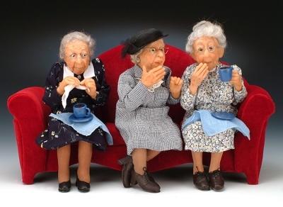 бабушки сплетницы