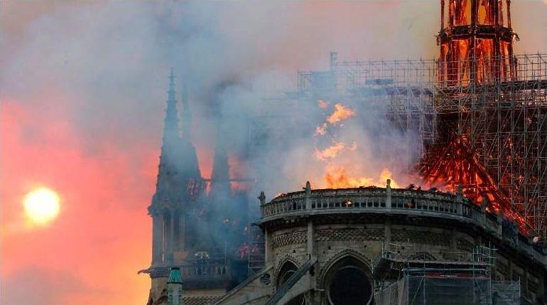 Notre-Dame: un semn de foc peste apusul Europei