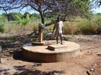 R.C.-Valtrompia-Mozambico-Pozzo-In-funzione-imagelarge