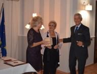 La Presidente con un dono per il nipotino di Vanna e Umberto