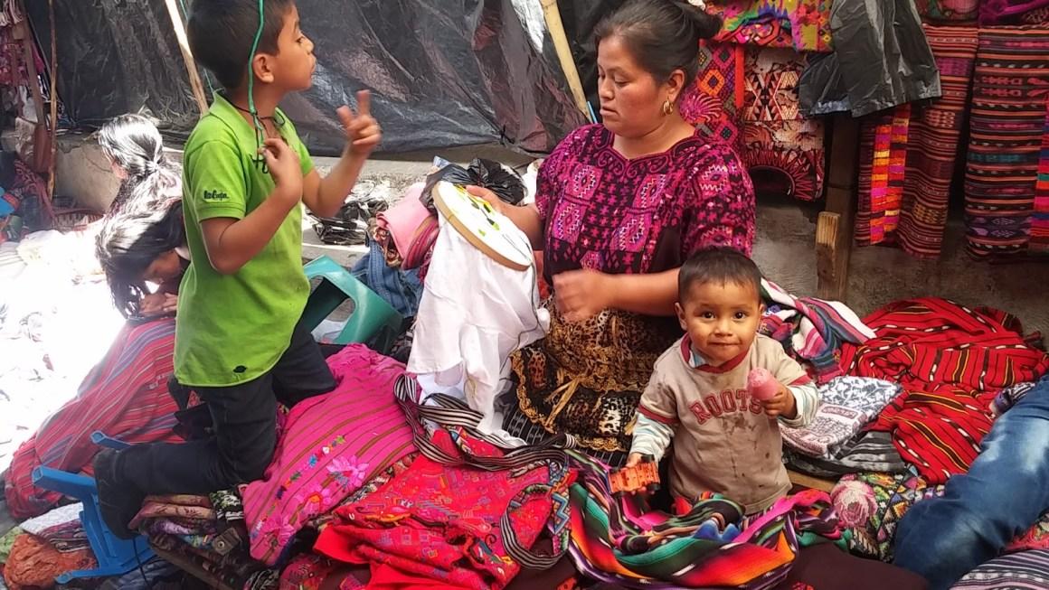 טיול משפחתי בגוואטמלה – צ'יצ'יקסטננגו Chichicastenango