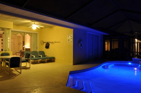 Pool_at_Night_3
