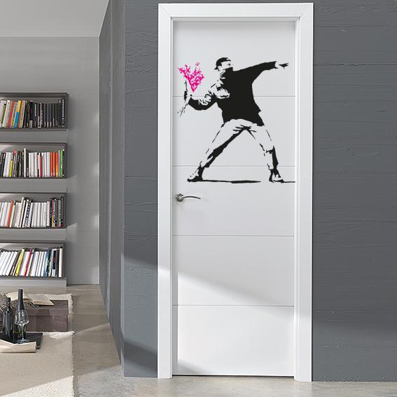 bansky_ramo_flores_puerta