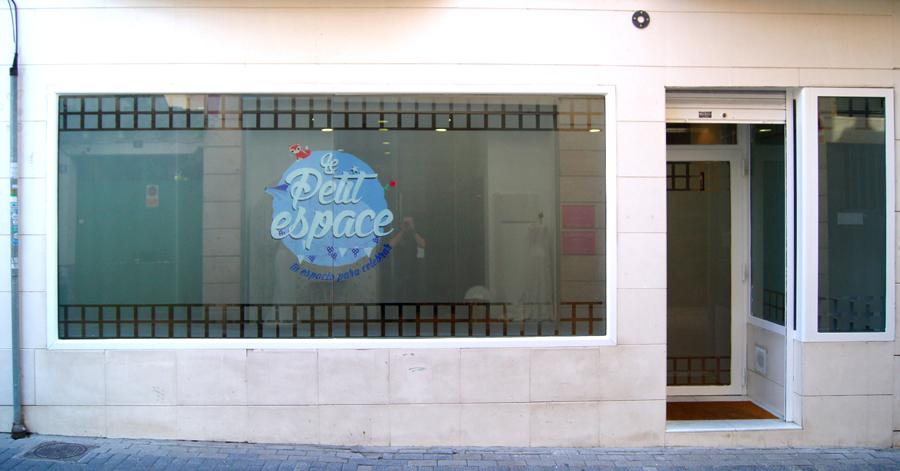 Diseño y rotulación de 'Le Petit Espace'