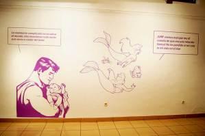 Vinilo decorativo aplicado en pared para la exposición 'Mitos de la violencia machista'.