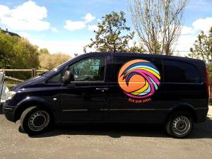 Hemos rotulado con el diseño aportado por el cliente la furgoneta con vinilo de impresión plastificado con flitro UV