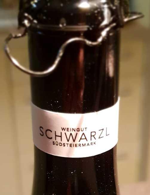 NeunzehnNeunzig Schwarzl