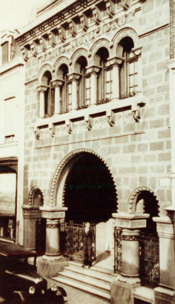 mile Fievet la facade de la piscine de la rue des Champs 1932  Roubaix La Piscine