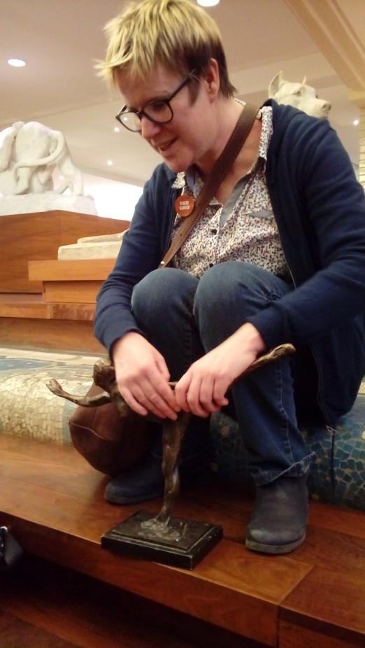 Sentir et toucher pour voir  visite ddie aux aveugles et malvoyants au muse  Roubaix La Piscine
