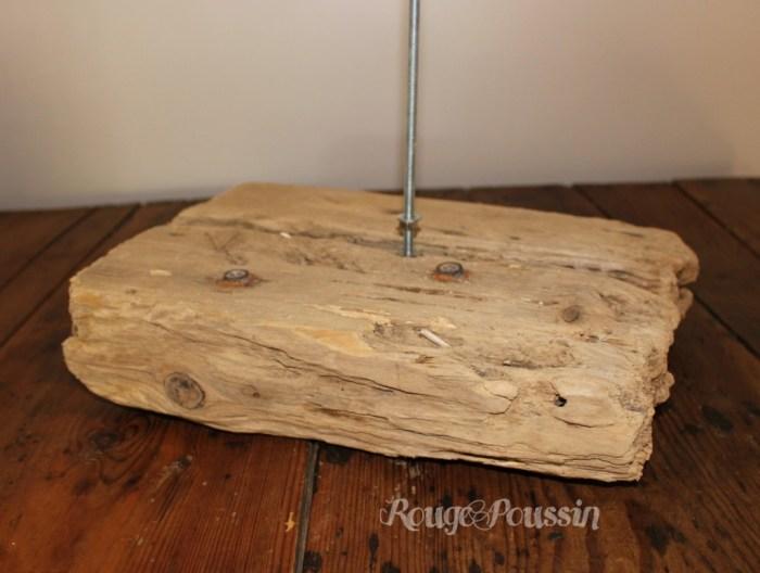 Socle pour le sapin de noël en bois flotté.