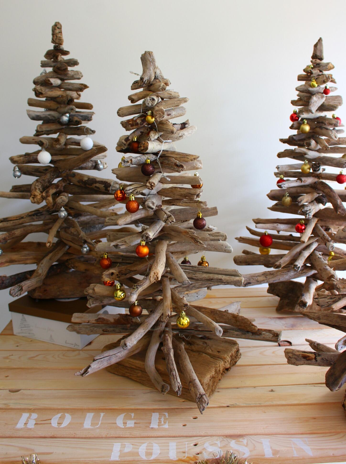 Sapin de no l en bois flott rouge poussin - Sapin noel bois flotte ...