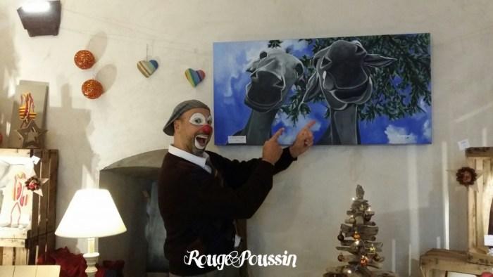 Le Clown Tago au stand de Rouge Poussin à la cour de noël à Collioure