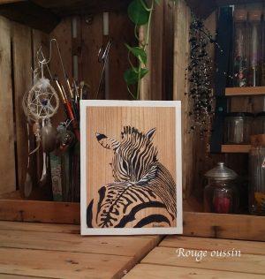 Zèbre en noir et blanc sur cadre en bois