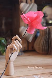 Réalisation de fleurs en papier pour l'arrivée du printemps … des Arts !