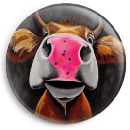 Le magnet Meulie représente le portrait d'une vache, reproduction du tableau réalisé à l'acrylique par l'artiste peintre Carole Alexandre