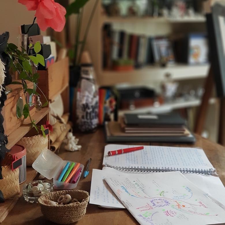 Aménagement d'un coin dans mon atelier réservé tout spécialement à l'écriture