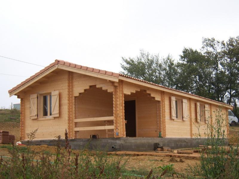 Prix maison bois en kit chalet bois massif petits prix en for Prix maison en bois massif